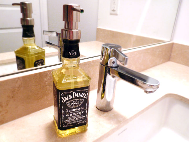 Jack daniel soap dispenser03