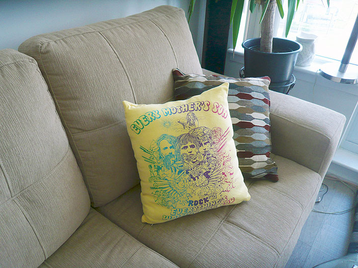 tshirts_cushion06